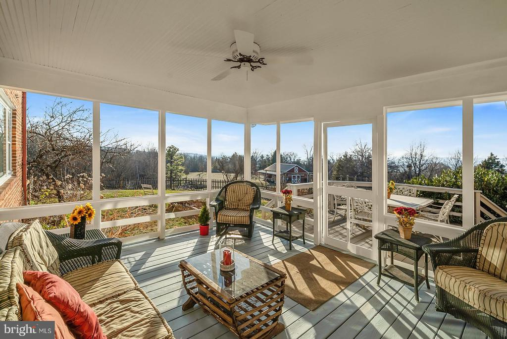 Entertain in lg screened porch w/ sunset vistas. - 18217 CANBY RD, LEESBURG