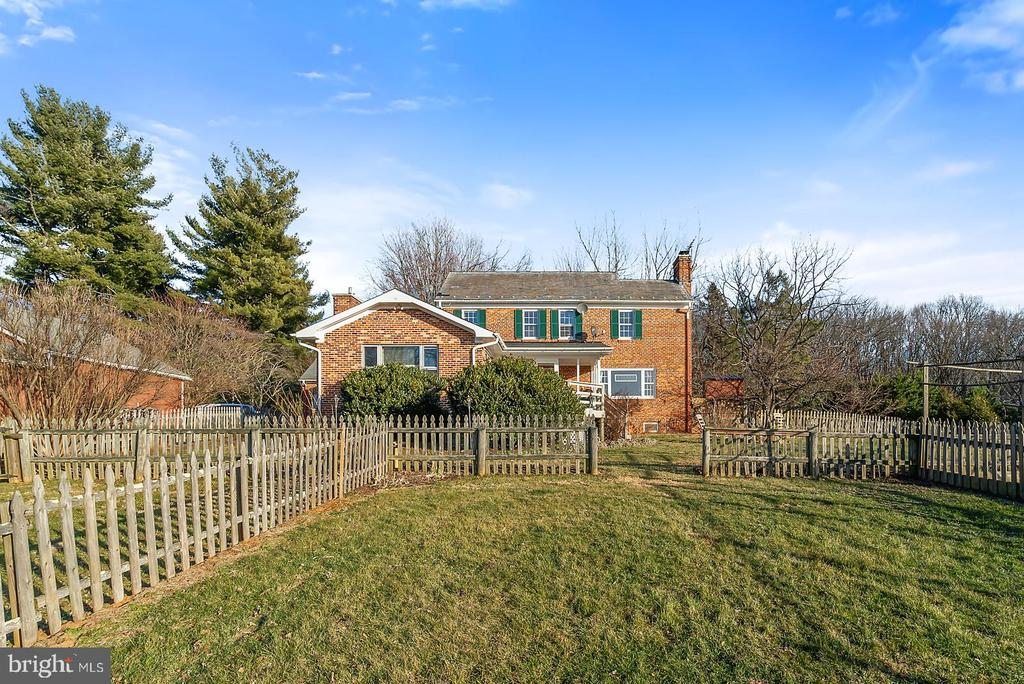 Plant to your hearts content in this garden oasis. - 18217 CANBY RD, LEESBURG
