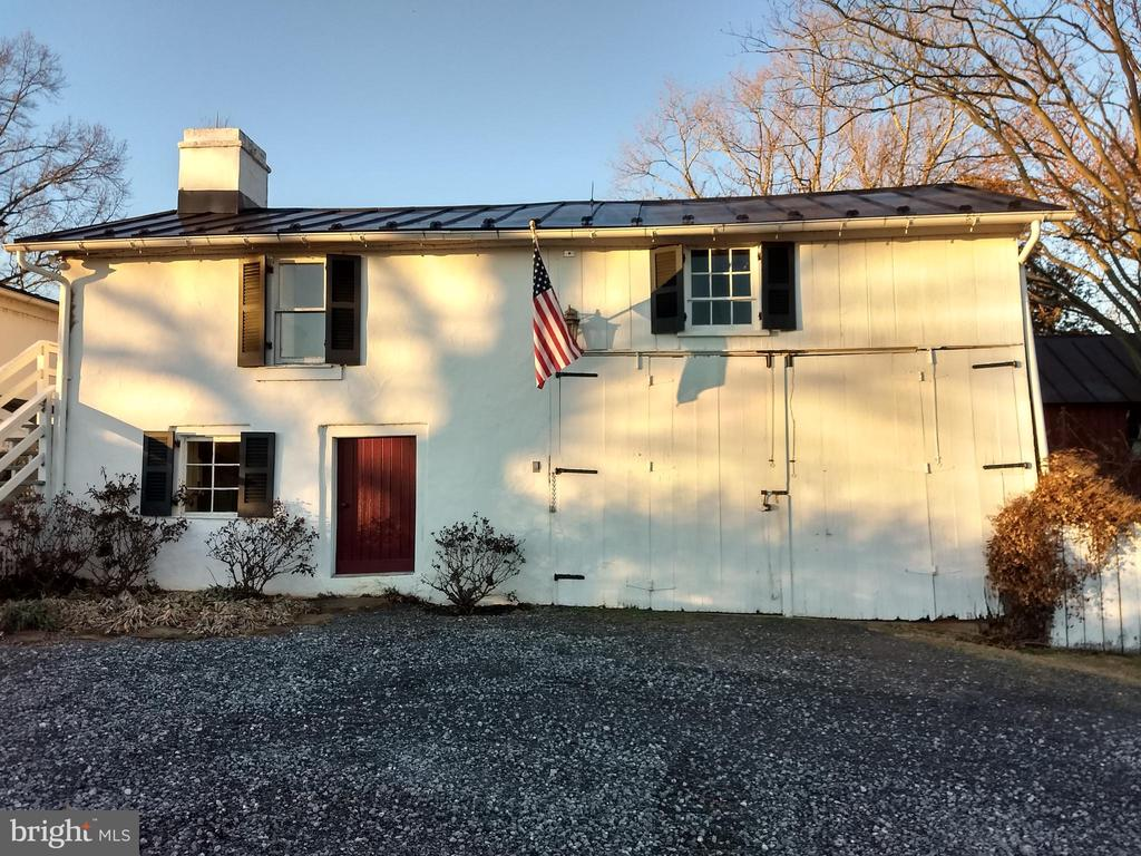 garage with room above and bath - 20775 AIRMONT RD, BLUEMONT