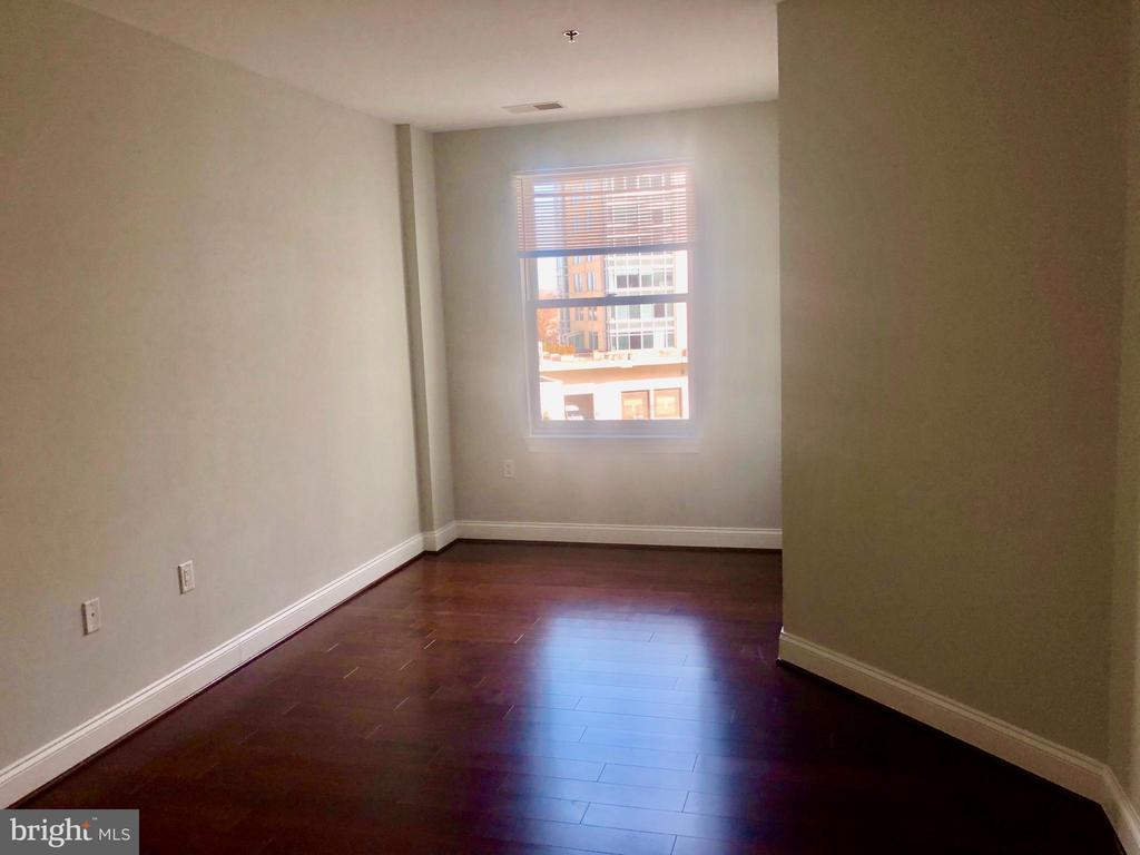 BEAUTIFULL HARDWOOD FLOORS - 38 MARYLAND AVE #312, ROCKVILLE