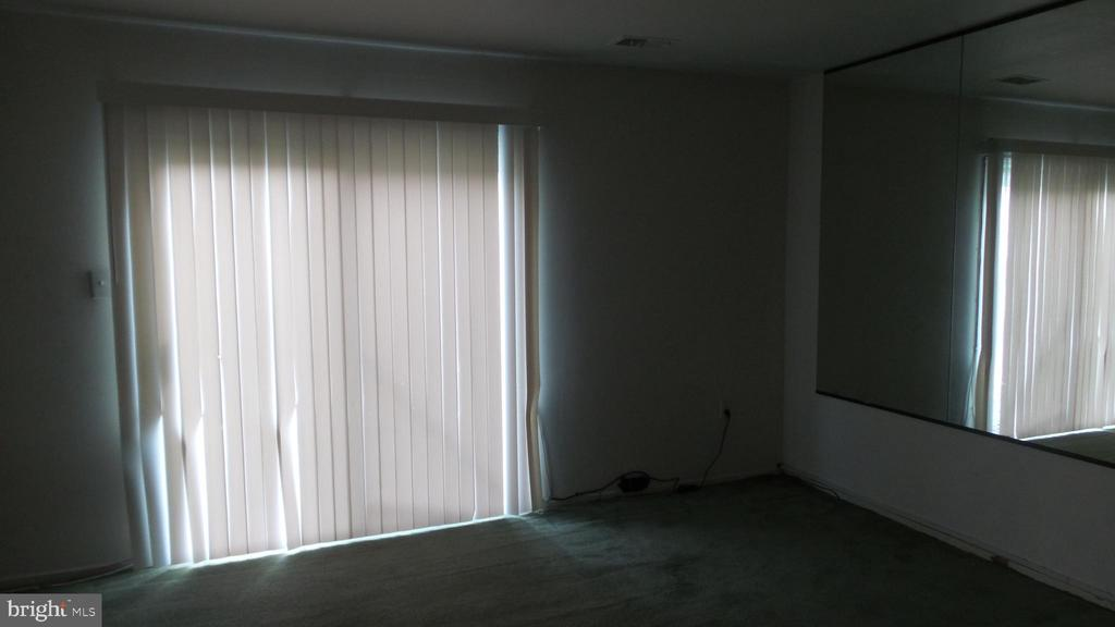 Living Room - 7615 INGRID PL, LANDOVER