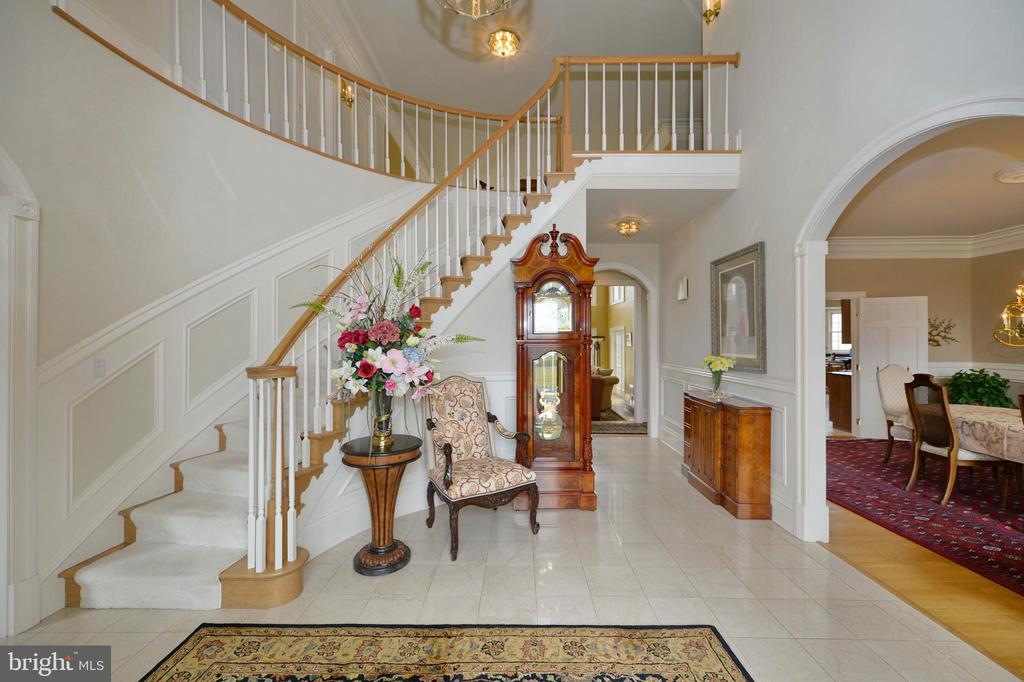 Entry foyer with curved stair - 37120 DEVON WICK LN, PURCELLVILLE