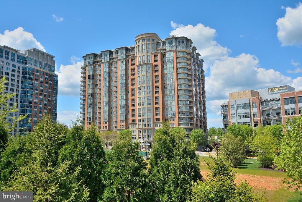 ELEGANT BUILDING, SECURITY AND VIEW - 8220 CRESTWOOD HEIGHTS DRIVE #1818, MCLEAN