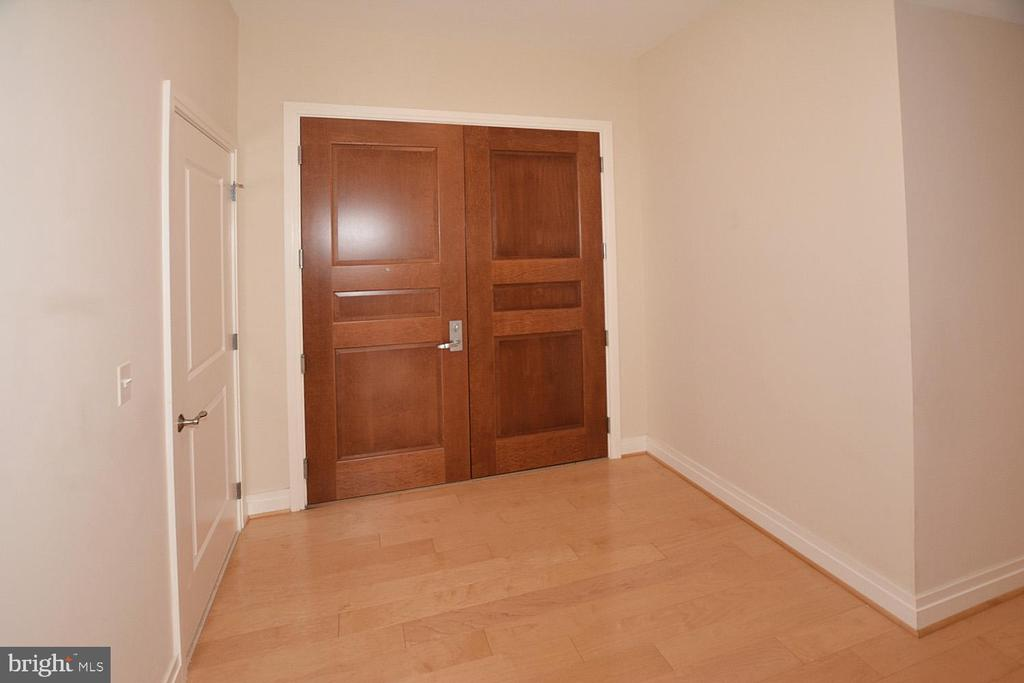 ELEGANT DOUBLE  FRONT DOOR ENTRY - 8220 CRESTWOOD HEIGHTS DRIVE #1818, MCLEAN