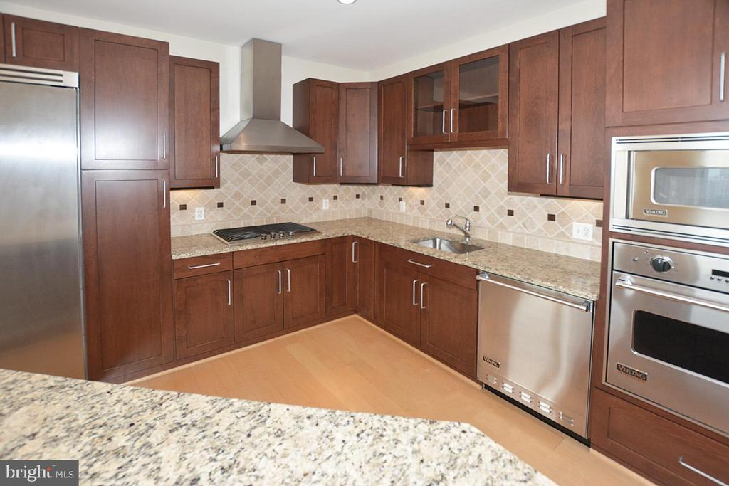 TUMBLED MARBLE BACKSPLASH, VIKING APPLIENACES, GAS - 8220 CRESTWOOD HEIGHTS DRIVE #1818, MCLEAN