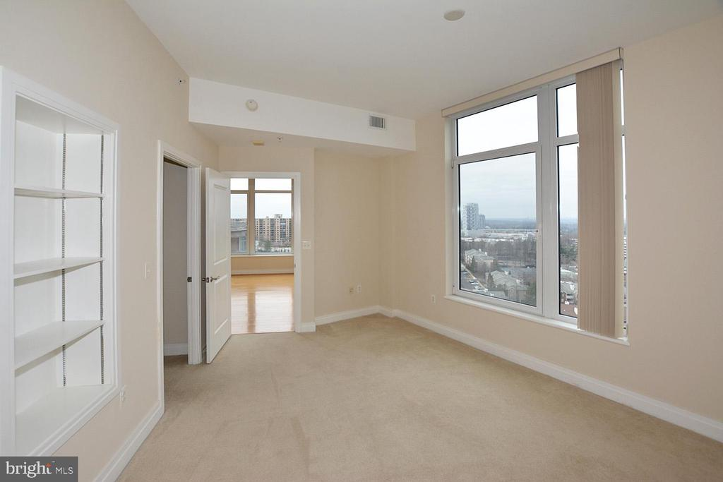 THIRD BEDROOM SUITE,    A BEAUTIFUL VIEW WEST - 8220 CRESTWOOD HEIGHTS DRIVE #1818, MCLEAN