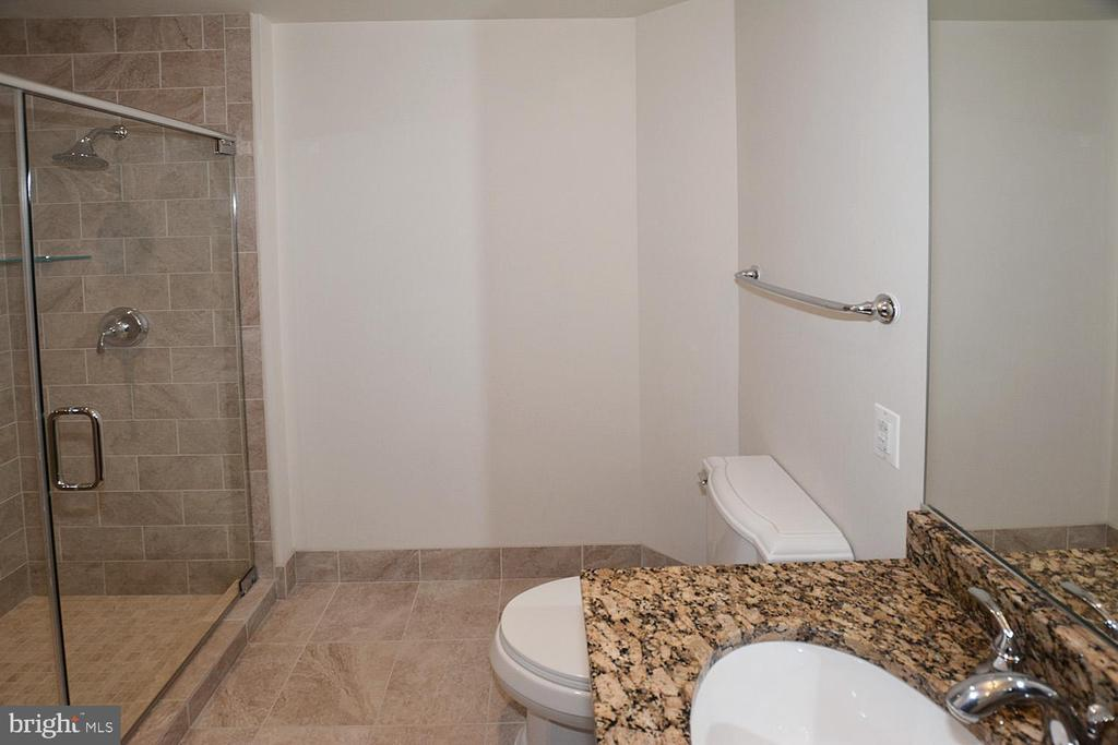 SECOND FULL BATHROOM WITH SHOWER - 8220 CRESTWOOD HEIGHTS DRIVE #1818, MCLEAN