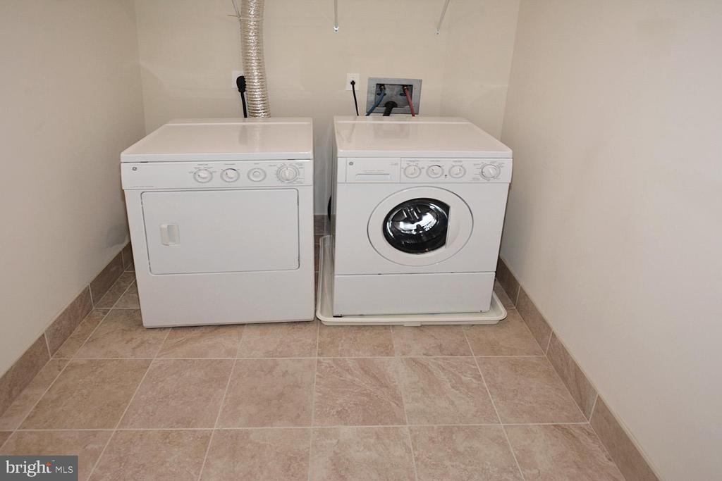 FULL WASHER AND DRYER - 8220 CRESTWOOD HEIGHTS DRIVE #1818, MCLEAN