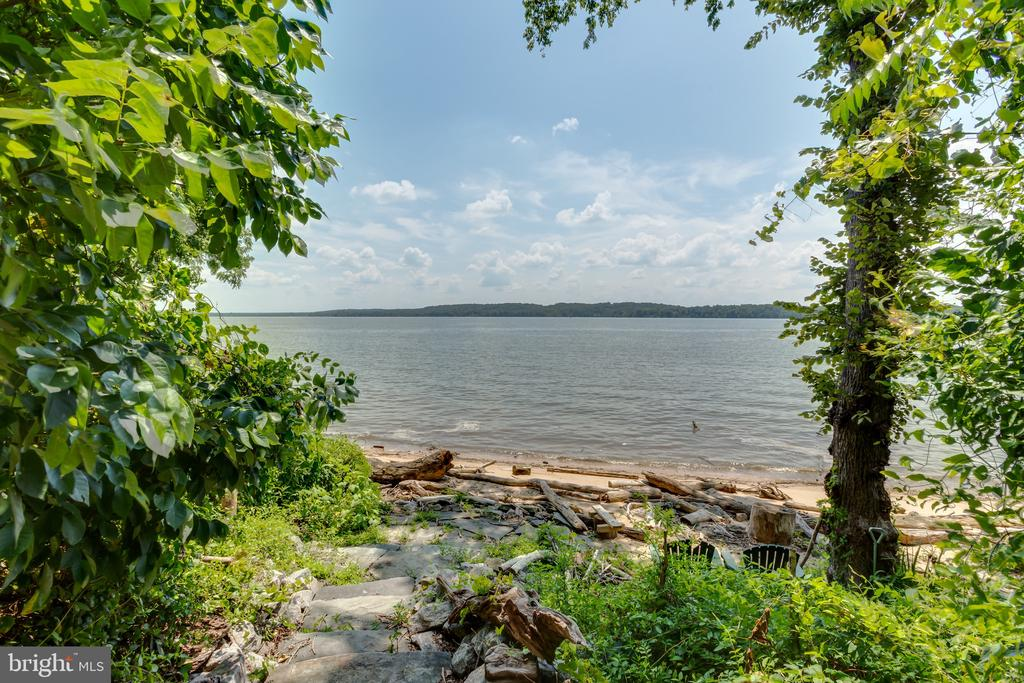 Private path to beach - 9403 LUDGATE DR, ALEXANDRIA