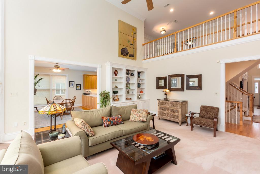 Family room off kitchen - 9403 LUDGATE DR, ALEXANDRIA