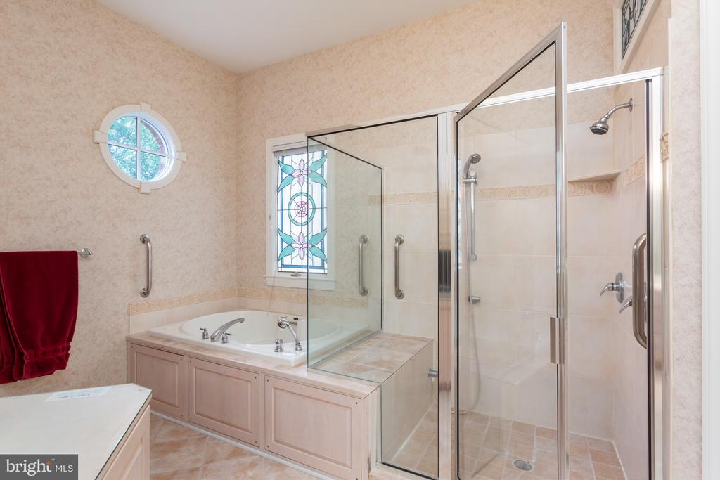 Master bath with soaking tub and separate shower - 9403 LUDGATE DR, ALEXANDRIA
