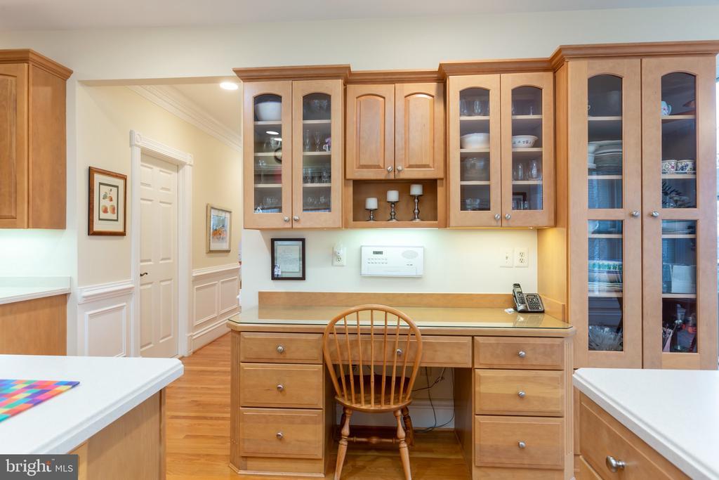 Kitchen area desk - 9403 LUDGATE DR, ALEXANDRIA