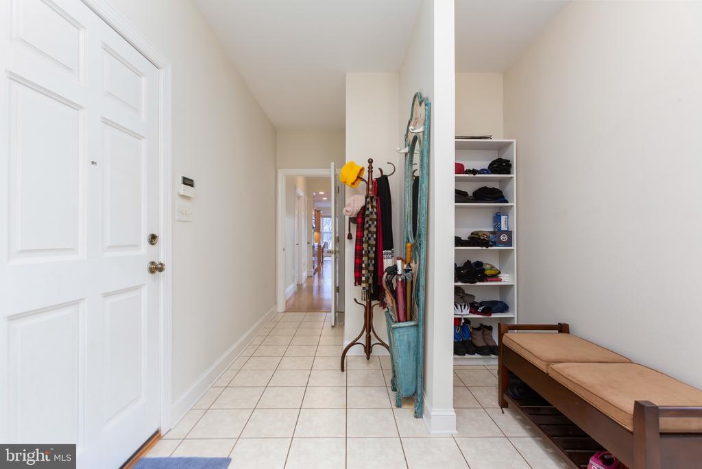 Mud room adjacent to both side door & garage door - 9403 LUDGATE DR, ALEXANDRIA
