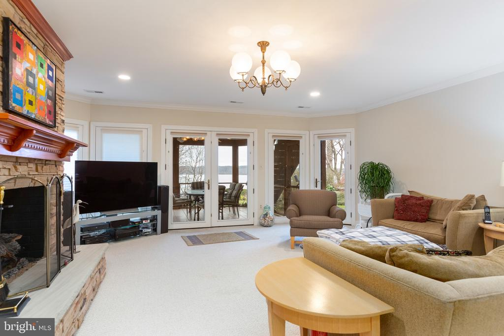 Rec room with screened in porch - 9403 LUDGATE DR, ALEXANDRIA