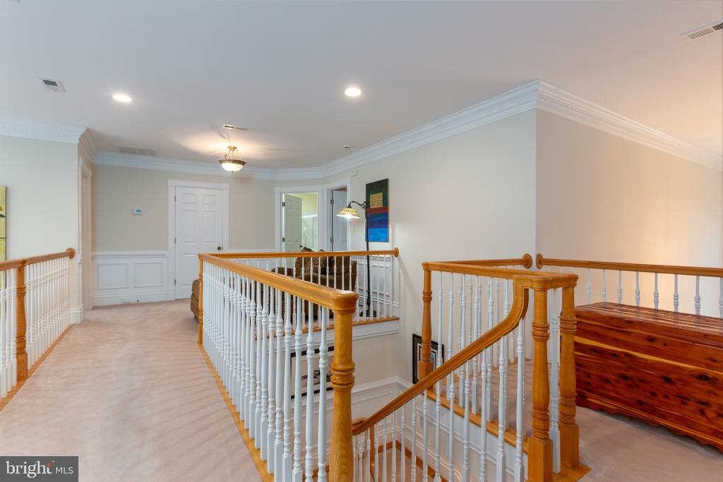 Upper level open to view hallway - 9403 LUDGATE DR, ALEXANDRIA