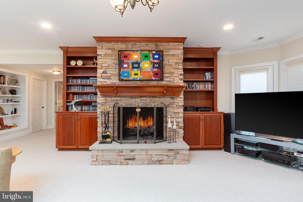 Rec room fireplace - 9403 LUDGATE DR, ALEXANDRIA