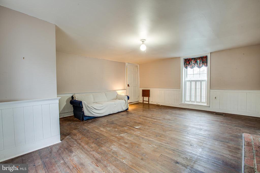 Family Room - 100 CARTER ST, FREDERICKSBURG