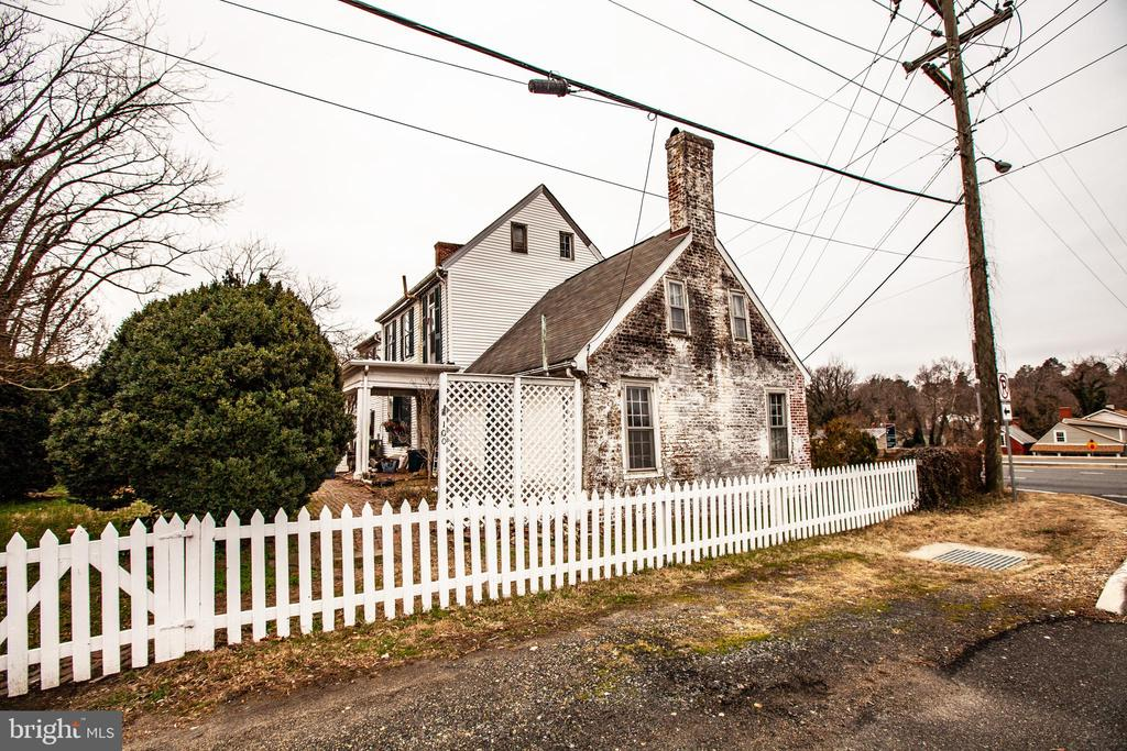 Original 1760 portion of the house. - 100 CARTER ST, FREDERICKSBURG