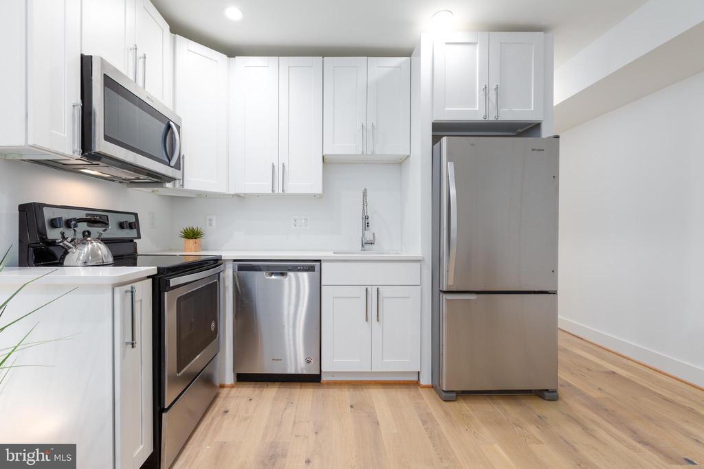 Brand new appliances! - 411 MELLON ST SE ##2, WASHINGTON