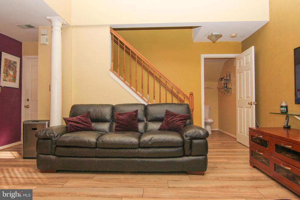 Living room area - 9812 SPANISH OAK WAY #118, BOWIE