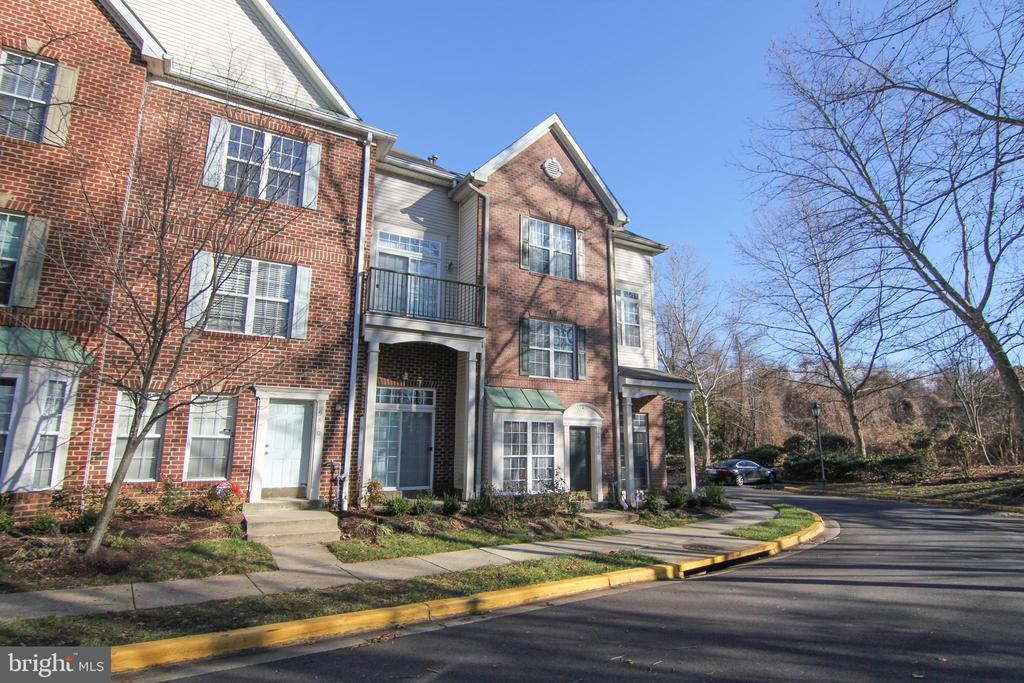 Welcome home! - 9812 SPANISH OAK WAY #118, BOWIE