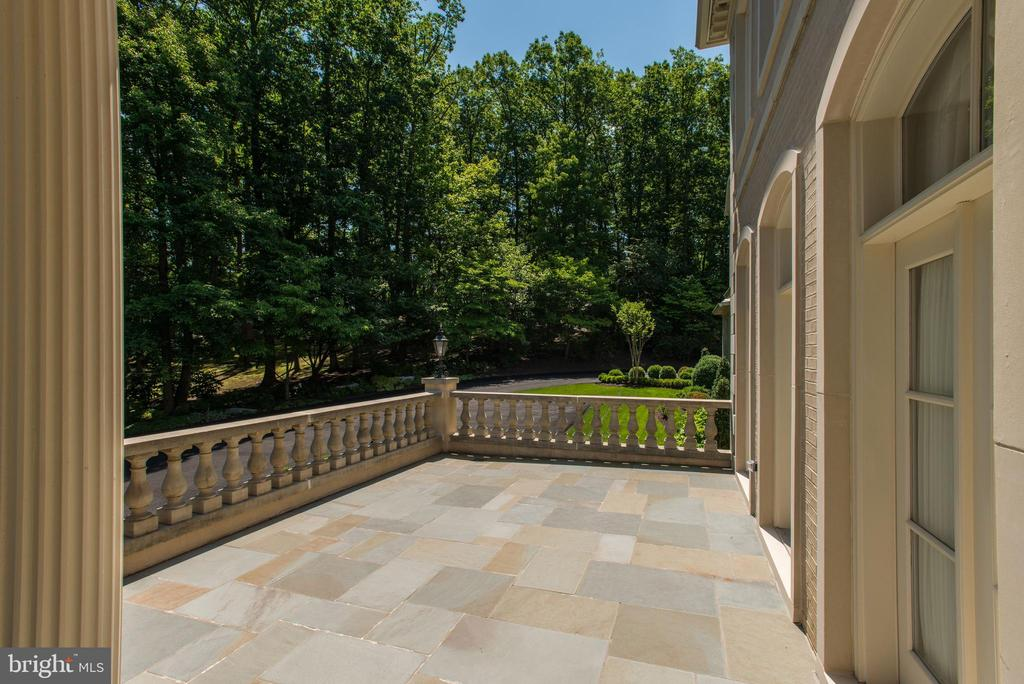 Front Terrace - 1198 WINDROCK DR, MCLEAN