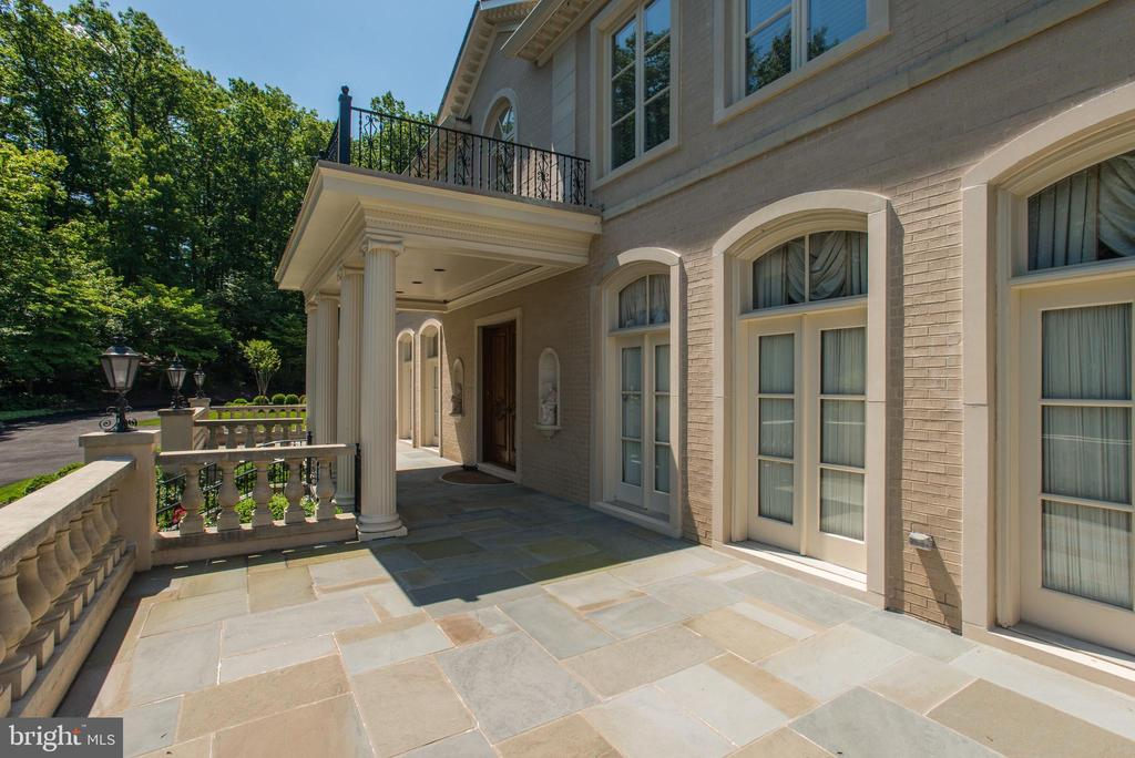 Beautiful Front Terrace - French Door access - 1198 WINDROCK DR, MCLEAN