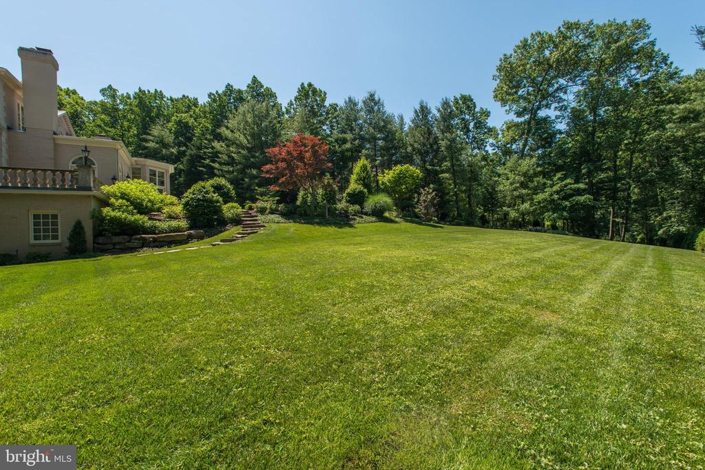 Side Yard - 1198 WINDROCK DR, MCLEAN