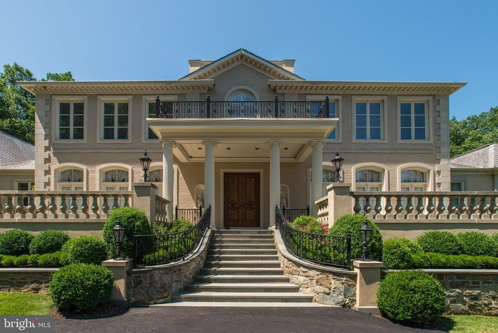 Impressive Approach! - 1198 WINDROCK DR, MCLEAN
