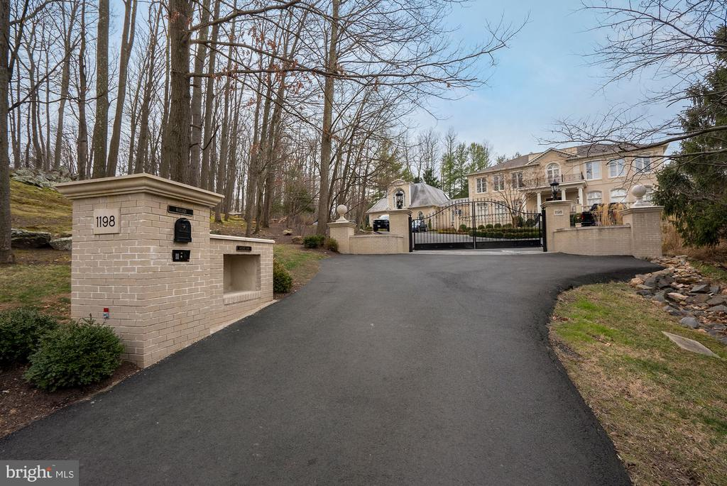Gated Entry with Intercom - 1198 WINDROCK DR, MCLEAN