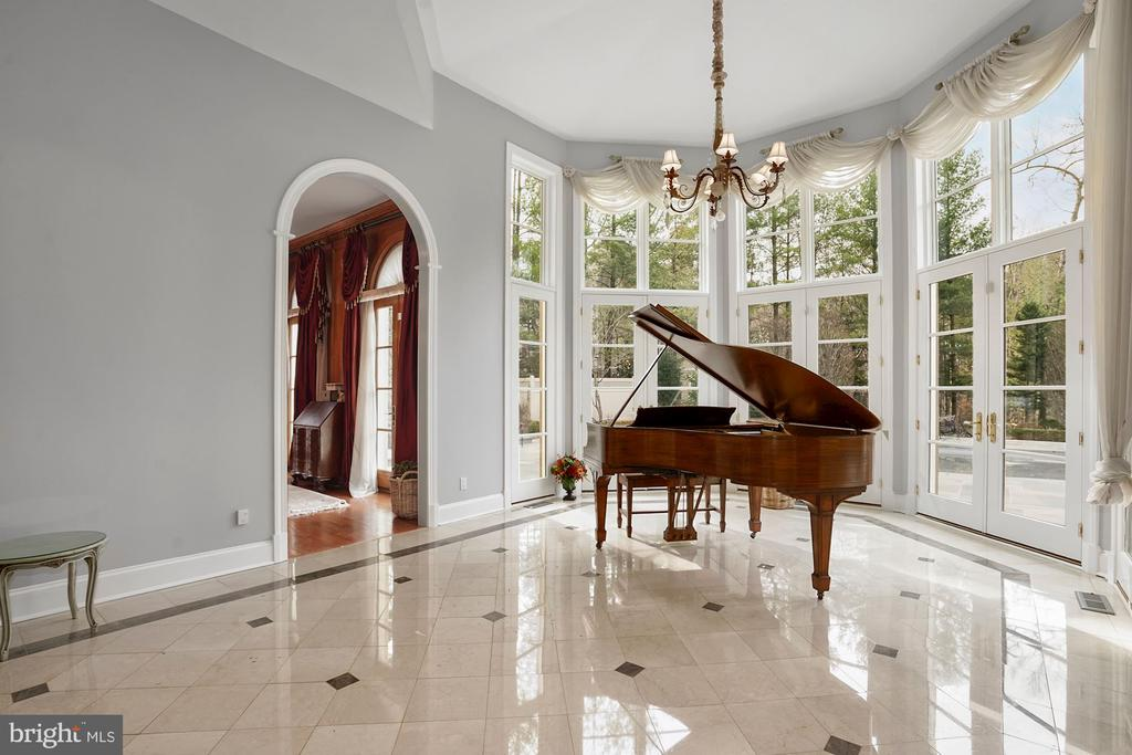 Conservatory / Music Room - 1198 WINDROCK DR, MCLEAN