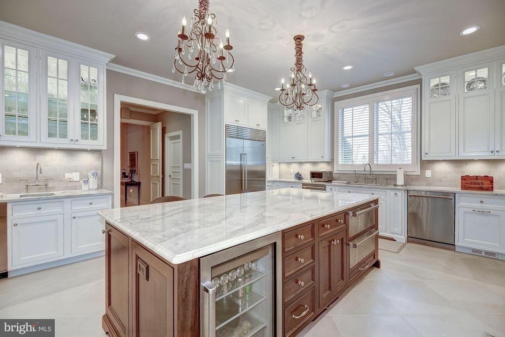 Gourmet Kitchen - 1198 WINDROCK DR, MCLEAN