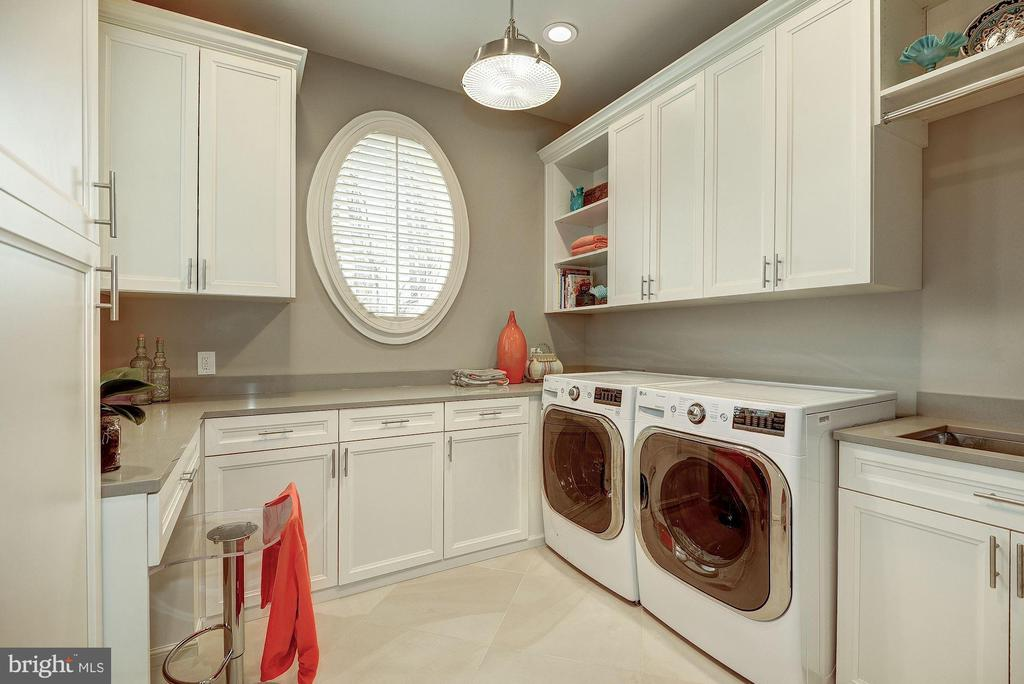 Laundry Room (Main Level) - 1198 WINDROCK DR, MCLEAN