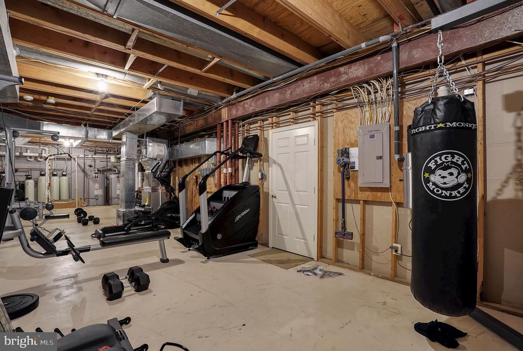 Utility / Workshop / Fitness - 1198 WINDROCK DR, MCLEAN