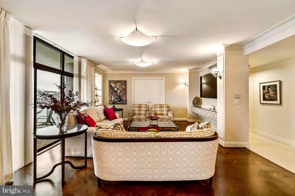 Living Room w/pocket doors to 3rd Bedroom/Den - 1 SLADE AVE #802, BALTIMORE