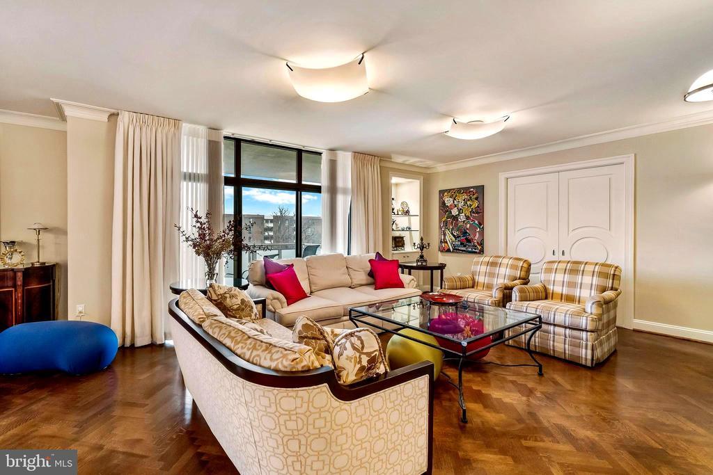 Living Room W/ Herringbone Wood Floors - 1 SLADE AVE #802, BALTIMORE