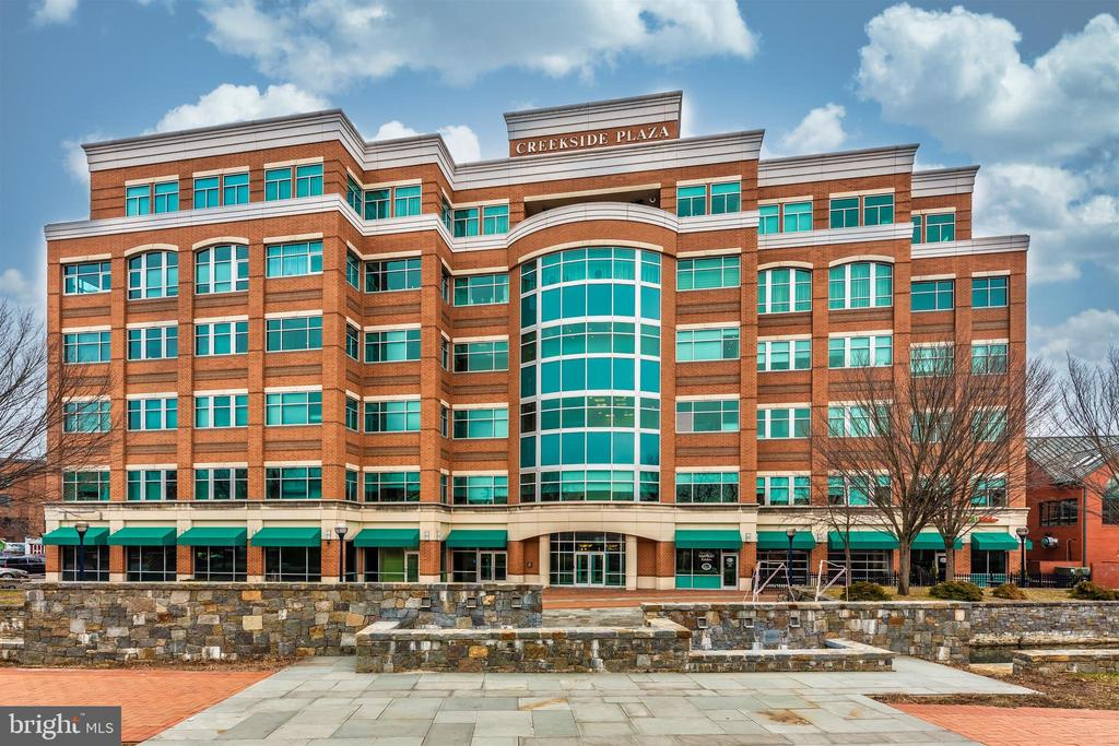 Fifth floor condo in Creekside Plaza downtown! - 50 CITIZENS #504, FREDERICK