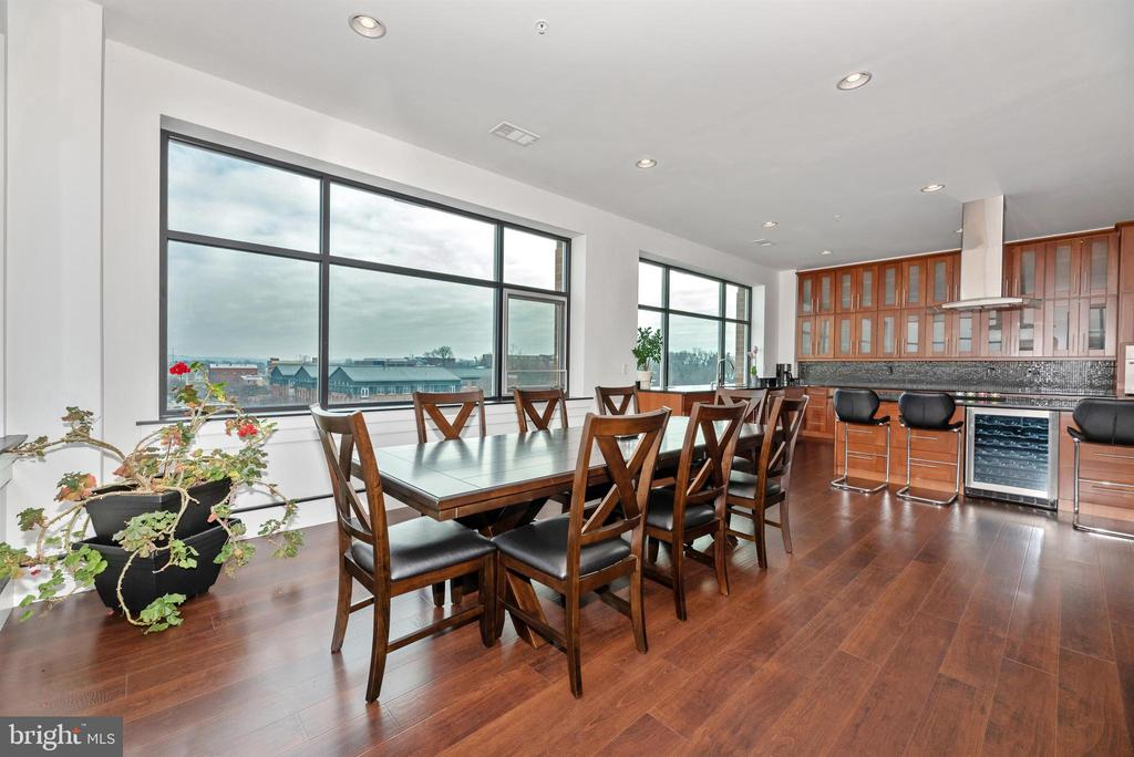 Large dining space - great for a dinner party. - 50 CITIZENS #504, FREDERICK