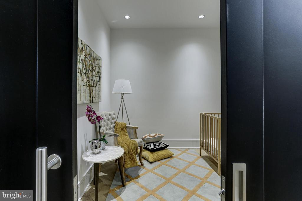 Den makes a great office or guest room - 1712 15TH ST NW #3, WASHINGTON