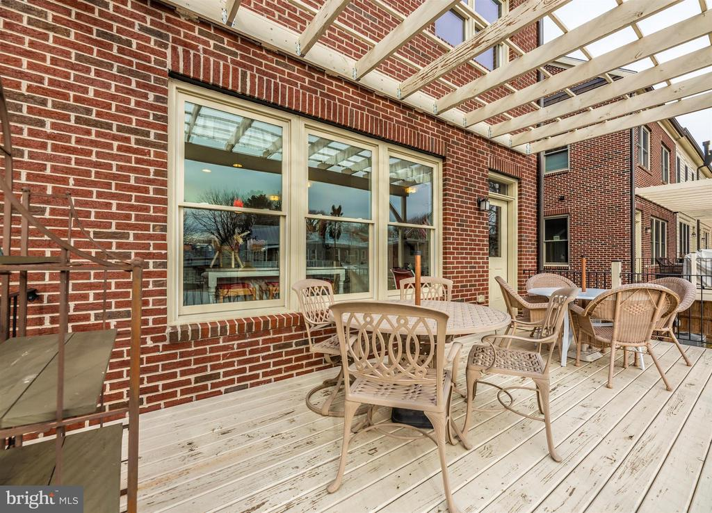 Lots of room for outdoor dining. - 43 MAXWELL SQ, FREDERICK