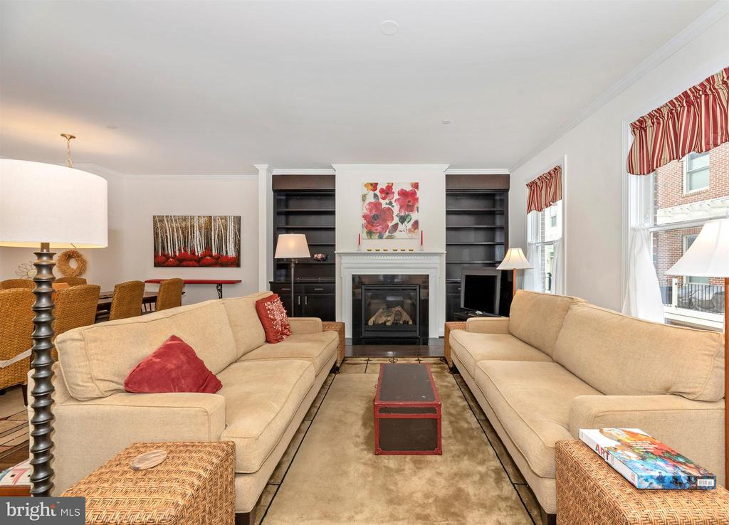 Cozy gas fireplace hearth. - 43 MAXWELL SQ, FREDERICK