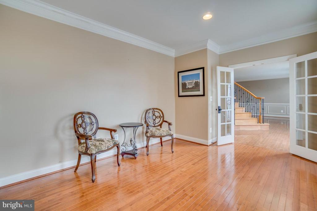 Main level library - 20190 KIAWAH ISLAND DR, ASHBURN