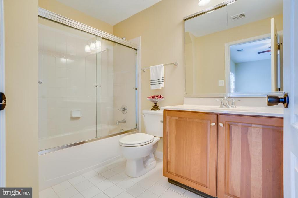 Bedroom 4 private bath - 20190 KIAWAH ISLAND DR, ASHBURN