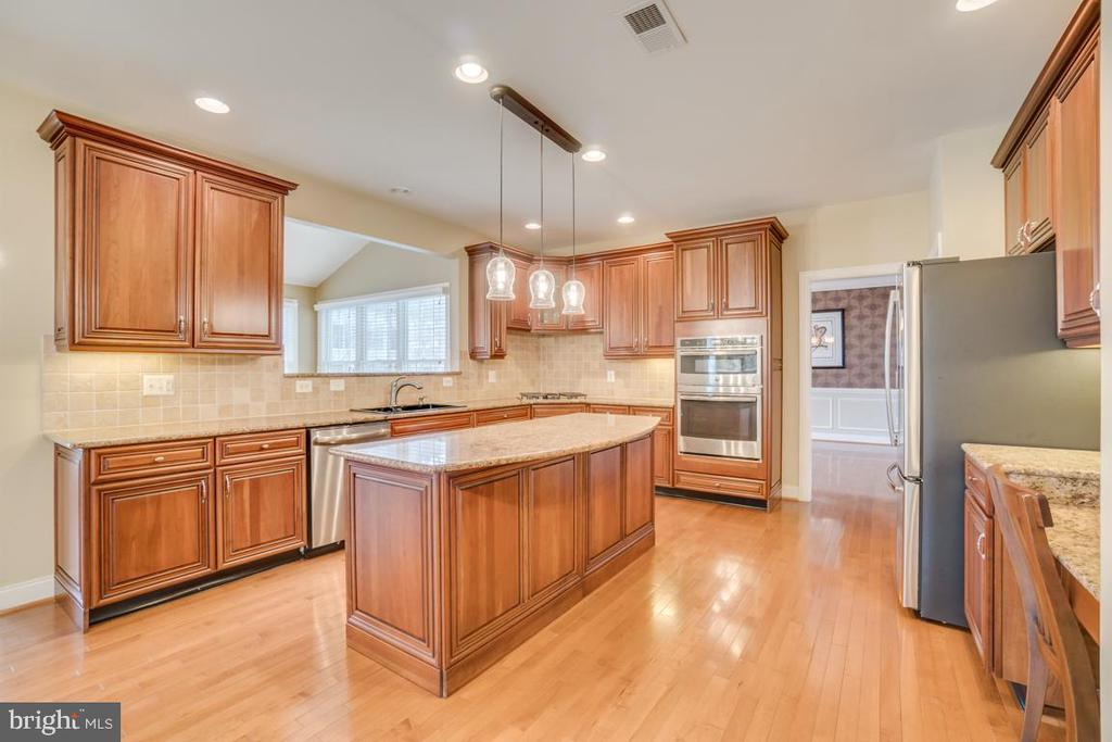 Kitchen - 20190 KIAWAH ISLAND DR, ASHBURN