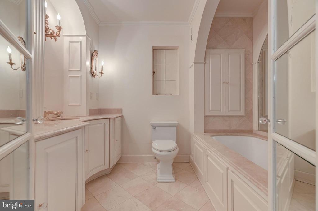 Master Bath - 2101 CONNECTICUT AVE NW #25, WASHINGTON