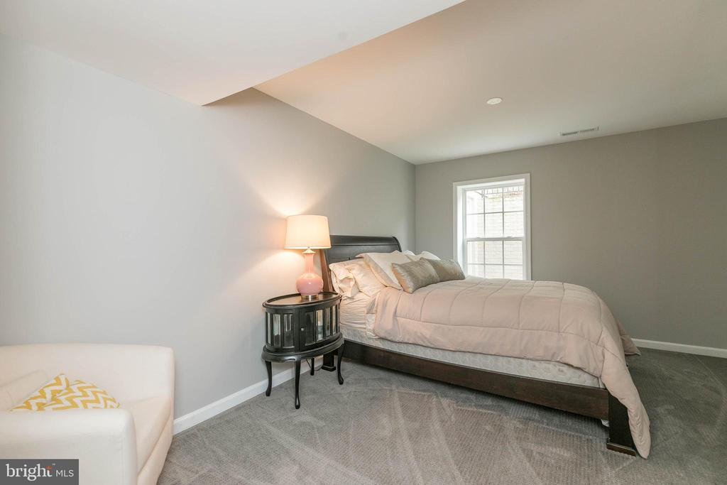 The 5th bedroom with an egress window! - 25983 KIMBERLY ROSE DR, CHANTILLY