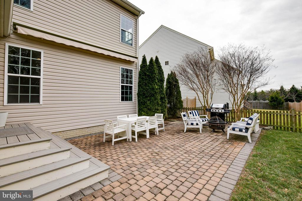 Gorgeous patio with plenty of space for seating! - 25983 KIMBERLY ROSE DR, CHANTILLY