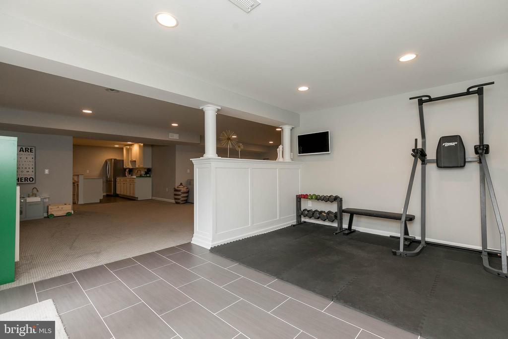 Use this area for the gym! - 25983 KIMBERLY ROSE DR, CHANTILLY