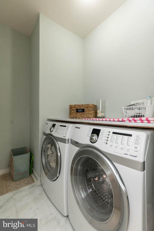 Upstairs laundry room for your convenience. - 25983 KIMBERLY ROSE DR, CHANTILLY