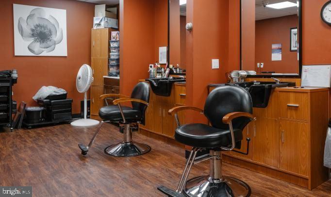 Salon - 1330 MASSACHUSETTS AVE NW #517, WASHINGTON